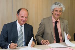 Gérard Bayol, directeur général délégué du Crédit Mutuel Arkéa en charge du pôle entreprises et institutionnels et Laurent Chambaud, directeur de l'EHESP.