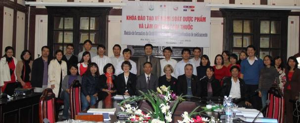 Cérémonie de clôture de la formation contrôle pharmaceutique et falsification de médicaments à l'Université de pharmacie de Hanoi (Vietnam)