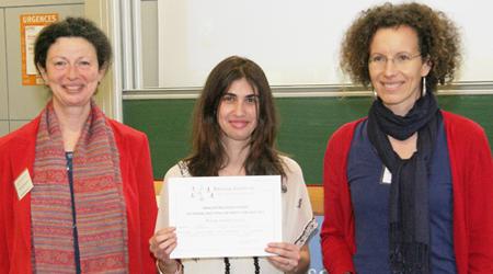 Marie-Aline Bloch et Judith Mueller ont remis le prix du meilleur poster à Violeta Moya Alvarez lors des Rencontres scientifiques du Réseau doctoral 2014